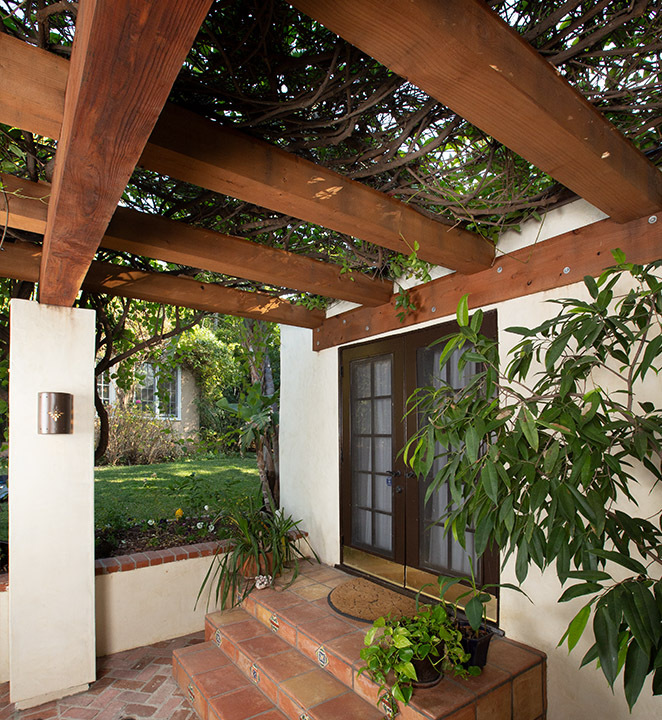 Humboldt Sawmill front porch pergola with ivy